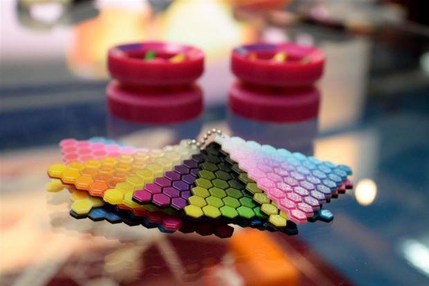 Stratasys ra mắt máy in 3D đa nguyên liệu.